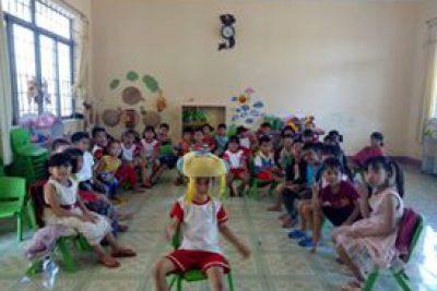 Lớp tổ chức vui chơi trong lớp